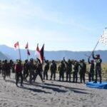 Gubernur AAL Dampingi Kasal Lepas Limed Pendidikan Komando Marinir di Gunung Bromo
